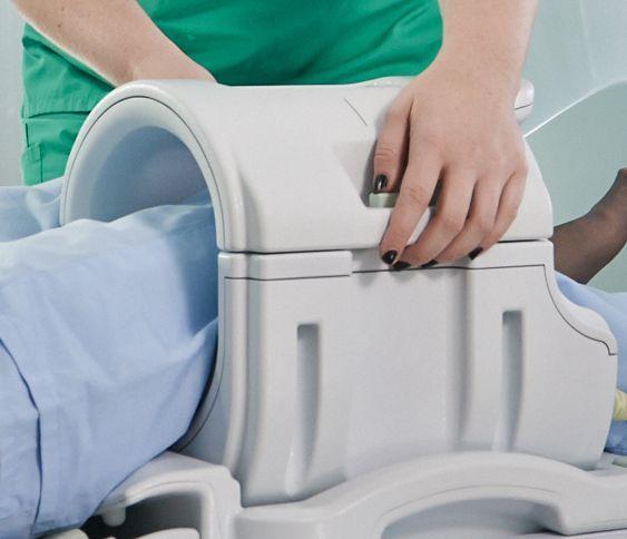 Antenă utilizată în RMN, dedicată pentru genunchi